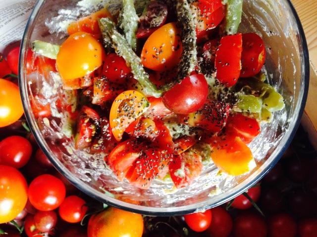 Salade haricots tomates cerises sauce noix de cajou et purée d'amande