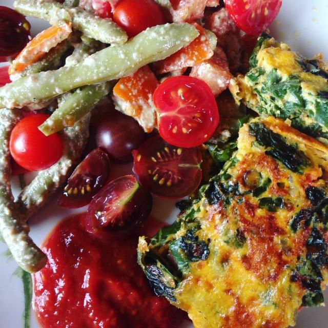 Salade haricots tomates cerises sauce noix de cajou et purée d'amande - Bette à tondre en omelette - Coulis de tomates maison